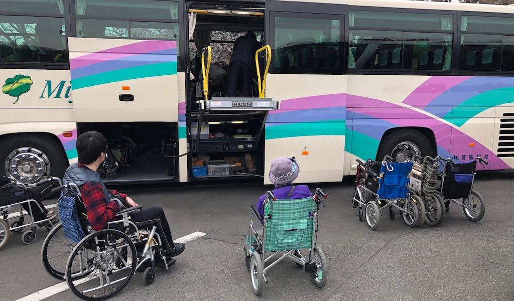 車いす、杖利用、(聴覚障がい、視覚障がい、知的障がい、内部障がい等)障がい者、病気、持病をお持ちの方、高齢者の方々の諸事情をふまえて、海外旅行・国内旅行の相談バリアフリー情報の提供、オーダーメイドのプラン作成、手配などサポートいたします。「宮園グループ」は、福祉輸送サービスのパイオニアとして多くの皆様にご利用いただいております。