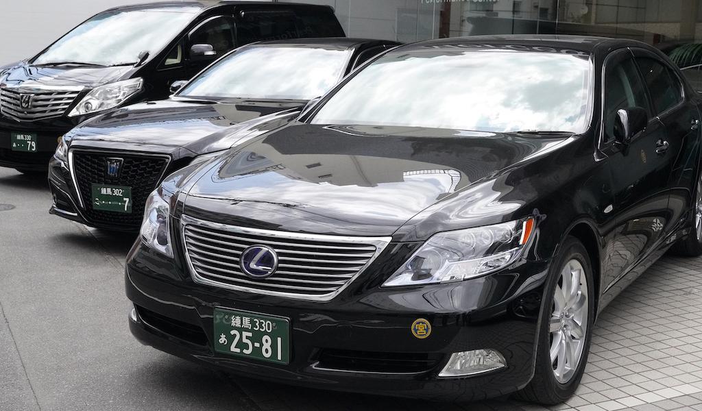 ハイヤー契約がなくてもスポットでビジネス、イベント、ゲスト送迎、結婚式、サプライズ等用途に応じて東京・大阪など都市部でのハイヤー、日本全国の観光タクシーの手配を承ります。